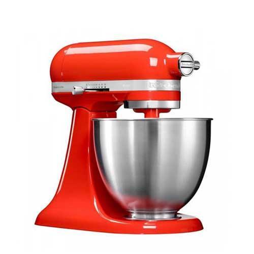 Amasadora batidora Kitchenaid Artisan Mini 5ksm3311x - de Exposición - Robot de Cocina KitchenAid Artisan Mini color rojo picante, mas pequeño, ligero y con robusto cuerpo metálico. Amasadora batidora mezcladora con movimiento planetario para que las varillas o ganchos giren sobre sí mismas siguiendo el contorno de las paredes del bol para un resultado mas profesional. Volumen del bol: 3,3 litros - hasta 680 g de harina y 8 claras de huevo -. Velocidad de 40 hasta 200 rpm con regulación de 10 velocidades. Transmisión directa por engranajes para mayor fiabilidad y durabilidad. Accesorios incluidos: Bol en acero inoxidable, batidor de varillas, batidor especial plano, batidor amasador de gancho. Ademas es compatible con los accesorios del modelo Artisan. Kitchenaid ha diseñado este nuevo modelo de robot de cocina multi-funcional Artisan Mini de peso y tamaño mas reducido ocupando menos espacio en la cocina, ideal para uso doméstico y reposteria, apto para su uso por niños a partir de 8 años y personas con pequeñas discapacidades. Con cinco años de garantía de motor.- ENVÍO GRATIS - Ver Detalles y Vídeo Demo -.+ Articulo de Exposición completamente nuevo y sin usar ( puede presentar daños estéticos leves o embalaje deteriorado ).