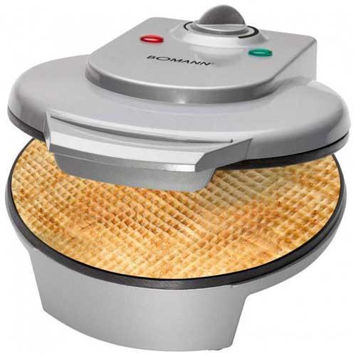 Máquina de barquillos helado Bomann HA5017 - Máquina de barquillos para cucuruchos de helados Bomann HA5017 para preparar deliciosos conos crujiente para helados y variedad de postres y meriendas divertidas en su casa de manera fácil y rápida. Plato de 18 cm de diámetro. Lámparas de control. Placa de cocción anti-adherente. Termostato de control de temperatura variable. Carcasa de tacto frío. Incluye cono para elaborar barquillo de helado. Guarda-cable integrado para almacenar este aparato en posición vertical. - AC: 220-240v, 50hz. - Potencia: 1200w.