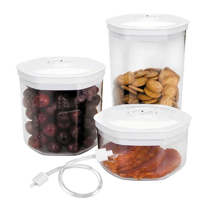Set 3 Botes para envasado alimentos y adaptador Lacor 69051 - Recambio original Set de 3 recipientes de 0,7 - 1,4 - 2 litros para envasar alimentos al vacío y adaptador de Lacor. Con estos botes de plástico podrás envasar al vacío todo tipo de alimentos como carnes, pescados, legumbres o verduras. Fabricadas especialmente para su uso con productos alimenticios con todas las prestaciones higiénicas y de resistencia necesarias. Apto para envasar al vacío en envasadoras selladoras de alimentos Lacor modelos 69050 Home y 69151 Luxe. Compatible con Envasadoras: Jata EV105, Proficook VK1015. - Ver Detalles -