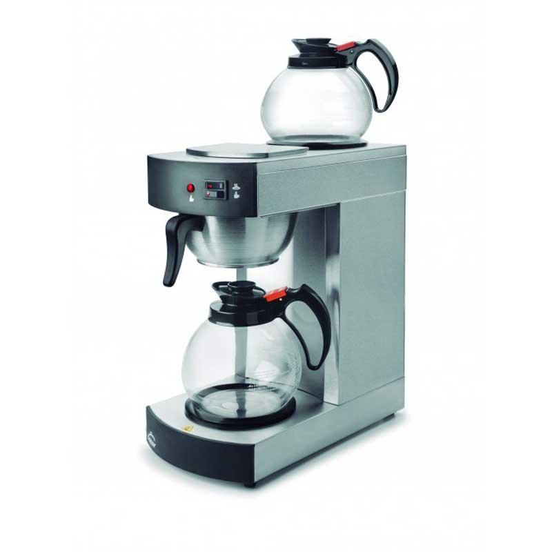 Cafetera de goteo Lacor 69272 - profesional - 1,8 L - 2 jarras - La máquina de café eléctrica automática de Lacor posee dos jarras de cristal con capacidad para 1,8 litros cada una. Esta máquina profesional de café tiene en su parte superior una placa de calor con la que podrá mantener caliente el café recién hecho y otra bajo el filtro de igual características. La máquina de café eléctrica está fabricada acero inoxidable 18–10 con una aleación de 18% de cromo y 10% de níquel, materiales estos que proporcionan un elevado nivel de resistencia y calidad superior al acero inoxidable normal, además de una resistencia extra a la corrosión y otros elementos que pudieran deteriorar la cafetera. De fácil limpieza por ser un material liso e higiénico. Ideal para restaurantes con buffet, eventos, convenciones de negocios y para oficinas. Características técnicas: - Jarra-termo: 2 jarras de 1,80 litros cada una. - Capacidad: 1,80 litros - 8 minutos. - Placa de calentamiento: 2 x 80w - 80ºC + - 4. - Dimensiones: 20x36x41 cm. - Peso: 5.82 kg. - Potencia: 2100w. - ( ENVÍO GRATIS ). + La cafetera eléctrica de 2100 W de Lacor se ajusta a la normativa RoHS CE. +( NO Envío Contra-reembolso ).
