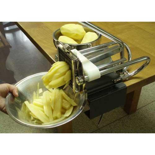 Cortador de patatas manual Lacor 60343 - Profesional - Inox - Cortador patatas manual en acero inoxidable de calidad Lacor. Ecológico, no requiere electricidad. Permite mediante manivela sin esfuerzo obtener patatas, frutas o verduras, cortada en forma de bastoncillos sin necesidad de emplear cuchillos, facilitando de esta manera el trabajo. Basta con introducir las patatas, previamente peladas, una a una en la cavidad correspondiente y empujar la manivela. La patata se desplazará contra la superficie de corte y saldrá ya cortada. Esta cortadora de patatas profesional incorpora 3 cortadores de distintos tamaños de corte: 6x6 mm, 8x8 mm,10x10 mm, y una práctica brida para unir la máquina a la mesa u otra superficie evitando que se mueva durante su uso. Fácil de limpiar. Medidas aparato: 30 cm ancho x 29 cm alto ( 19 cm sin palanca ) x 15,5 cm profundidad. Medida cortadores: 10,9x10,9x1,4 cm.