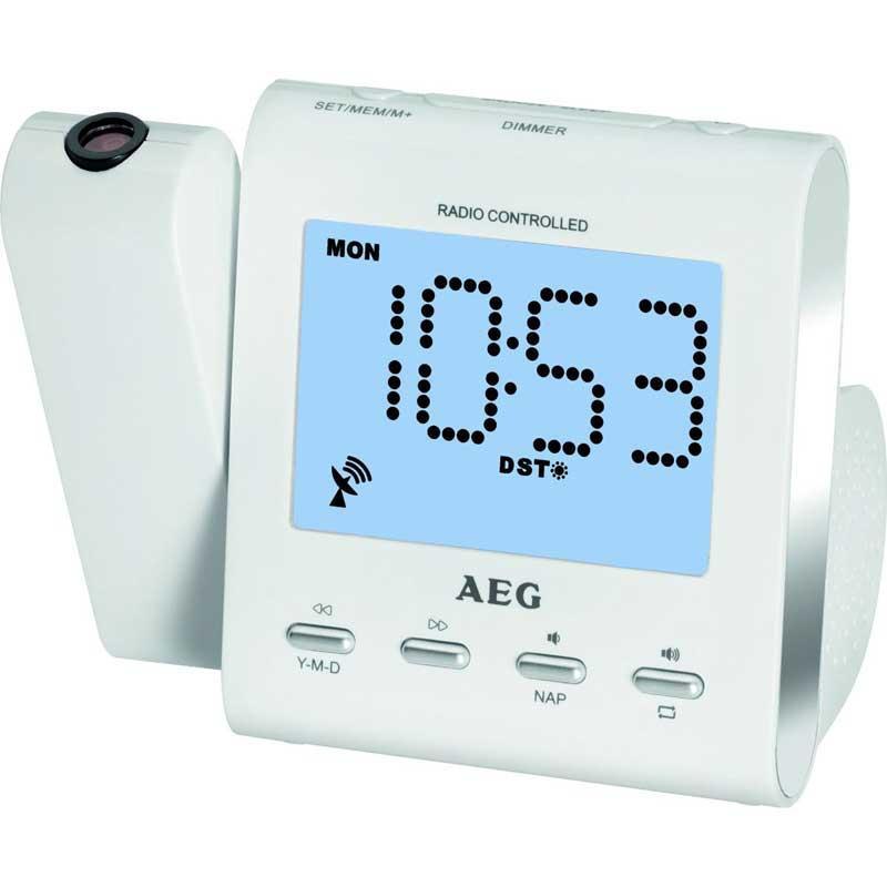 Radio despertador Proyector AEG MRC4122 - blanco - ¡Ya no hay excusas para quedarte dormido-a !. Con este magnífico Radio Despertador con proyector incluido nunca se te hará tarde Usa su alarma con función Snooze para no volver a quedarte dormido/a. Gran pantalla LCD de 9,5 cm, ajuste de hora controlado por radio, proyector basculable 180º, la última tecnología en un tamaño reducido. Radio despertador con proyector y pantalla LCD 24 horas de 9,5 cm, iluminada en color azul, botón de encendido, ajuste del tiempo de radio. Proyector ajustable 180º con opción de apagado. Control de volumen y de frecuencia digital. FM PLL radio con función memoria, visualización de la frecuencia de radio digital, antena dipolo. Función de alarma, ajustable por días - de lunes a viernes -, Sleep Timer hasta 90 minutos. Posibilidad de tono por señal con intervalo de repetición, o por radio. Conector Jack 3,5 mm. - Voltaje: 230v, 50hz, se puede poner pila botón CR2032 - no incluida -, para evitar que se apague si falla el suministro eléctrico.+( NO Envío Contra-reembolso ).