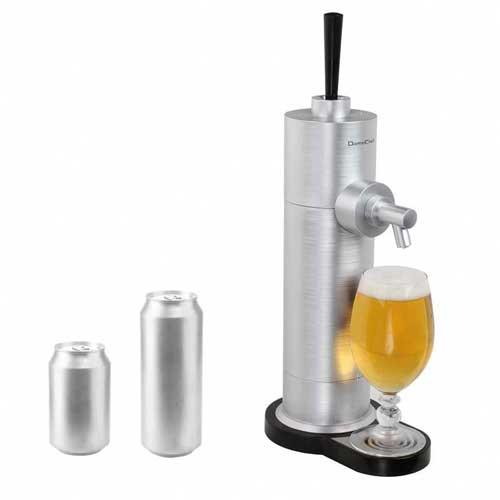 Dispensador de cerveza Domoclip DOM366 - Bomba casera de cerveza que permite servir y transformar las latas de cerveza en cañas de cerveza a presión, gracias a su sistema de ultrasonidos que produce vibraciones de alta frecuencia que generan una espuma densa, para botes de 33cl, 35cl y 50 cl. Dispensadores ideales para acoplar en cualquier rincón de su casa - cocina, terraza, barbacoa -, para sus fiestas, reuniones y otros eventos festivos donde preparar y servir cervezas a familiares y amigos de la manera más clásica. Totalmente desmontable para limpieza fácil y compatible con lavavajillas. Pies con ventosas para mayor estabilidad. Estos dispensadores de cerveza con grifo eléctricos disponen de un sistema de apertura sencillo e incorporan una práctica bandeja anti-goteo. + Características técnicas: - Funcionamiento: Vibración ultrasónica. - Capacidad máxima: 50 cl. - Peso: 1,17 Kg. - Medidas: 18,6x12x40,5 cm. - Material: ABS, tubo de silicona. - Color: Aluminio. - Fuente de alimentación: 1,5 V, 2 baterías alcalinas AA - no incluidas -.