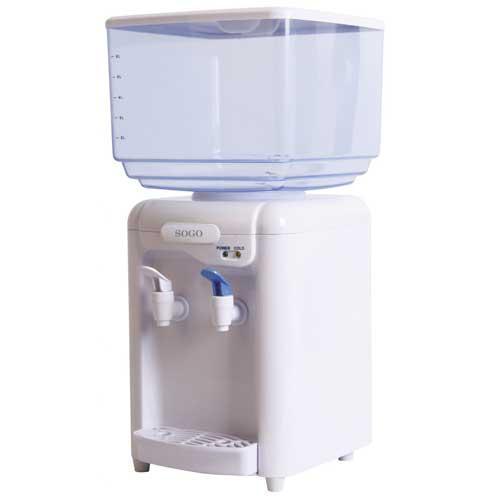 Dispensador de agua Sogo SS-12010w - tanque   - El Dispensador de agua y tanque Sogo es la mejor manera de refrescarse con un vaso de agua bien fría. Ligero y con uso eficiente de la energía. Incluye 2 adaptadores, compatible con botellas de 0,7 a 7 litros. Incluye depósito de agua de 7 litros. Capacidad del depósito interior de agua fría: 0,73 litros. Económica fuente de agua con 2 grifos para agua a temperatura ambiente y agua fría. Temperatura del agua fría: 8°-15°C. 1 litro enfriado por hora. Silenciosa tecnología termoeléctrica que utiliza semiconductores, sin compresores. Diseñado para ser discreto y con tapón para un fácil drenaje. Idóneo para el hogar, la oficina, la escuela.- Ver Detalles-