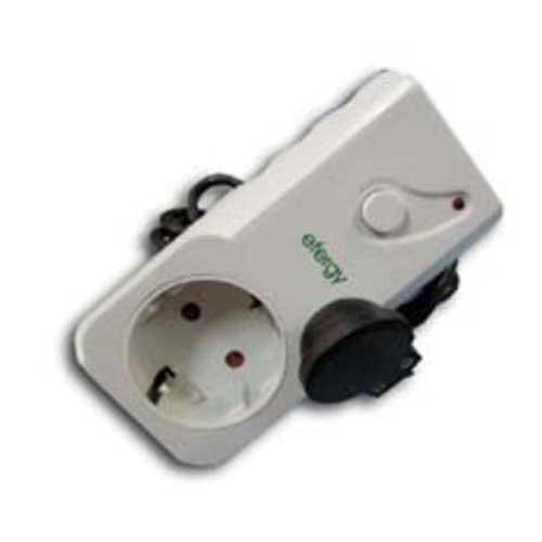 Enchufe con eliminador de Stand-by Fersay EF-SBE - Práctica base de enchufe con eliminador de Stand-by que permite eliminar el consumo del stand by de todos los aparatos enchufados a este dispositivo, disponiendo también de la posibilidad de enchufar una regleta de enchufes a este aparato para eliminar el stand by de varios aparatos a la vez, ahorrando energía en todos ellos cuando no los utilizamos.  - Color: blanco. - Voltaje: 240 V, 50 Hz. - Intensidad máxima: 10 A. - Potencia máxima: 2400 W.