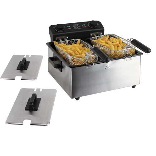 Freidora doble Domoclip DOC189 - 2x3 Litros - 3300 W - Freidora doble eléctrica Domoclip con cuerpo de acero inoxidable cromado y 2 cubetas con esmalte interior de 3 litros cada una, que permiten freír todo tipo alimentos como hasta 1,6 kg de patatas fritas, croquetas, con resultados óptimos gracias a su selector de temperatura de cocción. Fácil limpieza al ser totalmente desmontable, accesorios extraibles. Potencia de 3300 W y 2 termostatos independientes y regulables con rango de temperaturas de 0ºC a 190ºC para controlar las distintas cocciones de alimentos. Testimonios luminosos de encendido y de calentamiento. Freidoras dobles eléctricas con protección contra el sobrecalentamiento y sistema de reinicio de seguridad. Cestas de freír con posición alta para escurrido, con mangos amovibles y replegables. Compartimento de arreglo para cable eléctrico. Dispone de 4 pies antideslizantes para mayor estabilidad y seguridad, y asas de transporte. Características: - Capacidad: 2 x 3 Litros. - Dimensiones: 40,7x42x22 cm. - Peso: 4,26 kg. - AC: 220-230 V, 50-60 Hz. - Potencia máxima: 3300 W. - Ver Detalles -