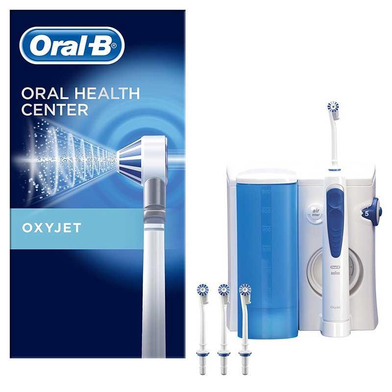 Ducha irrigador Bucal encías Braun Oral-B Oxyjet MD20 - Irrigador oral de Braun Oral-B Oxyjet MD20 para mantener una óptima higiene bucal con tecnología exclusiva de micro-burbujas que fortalece y masajea las encías. Ideal para la limpieza de implantes, puentes y aparatos de ortodoncia, con la ducha bucal podrá tanto limpiar como masajear las encías y la perfecta limpieza interdental. Los irrigadores bucales son los aparatos mas recomendados por Odontólogos e Higienistas dentales por su eficacia. Este irrigador posee 5 niveles de regulación para controlar la presión del agua ; de 1 = baja presión, a 5 = alta presión. Además dispone en el mango de interruptor para la interrupción del chorro de agua e interruptor de apagado en la base. Incluye 4 cabezales de irrigador diferentes que le permiten su utilización por distintas personas de forma higiénica. Recipiente de agua extraíble con volumen de 600 ml. - Dimensiones: 15x16x18,5 cm. - Peso: 980 gr. - Pilas: 1 Iones de litio. + Ver Detalles .