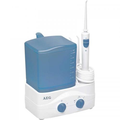 Ducha irrigador Bucal encías Aeg MD5613 - El irrigador bucal de AEG es la mejor herramienta para mantener una óptima higiene bucal. Con la ducha bucal podrá tanto limpiar como masajear las encías y la perfecta limpieza interdental. Los irrigadores bucales son los aparatos mas recomendados por Odontólogos e Higienistas dentales por su eficacia. Este irrigador posee 3 niveles de regulación para controlar la presión del agua. Además dispone de interruptor en el mango para la interrupción del chorro de agua e interruptor de apagado en la base. Ahorrará con sus 4 boquillas de aspersión con marcas de colores diferentes que le permiten su utilización por distintas personas de forma higiénica y con 4 opciones de almacenamiento para los accesorios de la boquilla. Recipiente de agua extraíble con volumen de 650 ml. Un contenedor adecuado para enjuague bucal.- AC: 230v, 50hz, 46w.