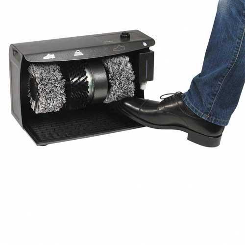 Máquina limpiadora de calzado Domoclip DOM349 - El Lustrador limpiador de zapatos eléctrico Domoclip, le librará de la tediosa tarea de limpiar o abrillantar calzado. Con 3 cepillos rotativos separables y lavables: 1 cepillo duro para la suciedad más profunda, y 2 dos cepillos flexibles pulidores, para calzado claro y oscuro, que ofrecen un resultado profesional con cualquier tipo calzado. Dispone de: botón marcha - parada sobre el lado superior, distribuidor de crema para el calzado de 250 ml, alfombra de goma antideslizante, acabado esmalte salpicado, 2 empuñaduras laterales para el transporte, una botella recargable de crema incolora para el calzado de 200 ml. que le permite dejar sus zapatos limpios y brillantes de forma muy sencilla. Esta maquina limpiadora de calzado eléctrica la podrá manejar totalmente con el pie, evitando tener que agacharse o doblarse. La suciedad de los zapatos caerá en la alfombrilla de goma extraíble situada en la parte inferior, así podrás limpiarla con facilidad y conservarla en perfecto estado. Por su diseño robusto y seguro es ideal para hoteles, hostales, oficinas o el vestidor de casa.  - Peso bruto: 8,5 Kg. - Dimensiones: 40x24x25 cm. - Voltaje AC: 220-230v, 50-60hz, 120w.