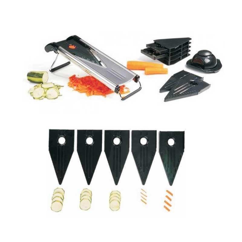 Mandolina Kitchen-Artist MEN284 corte en V y 5 cuchillas - Inox - Las mandolinas multifunción de Kitchen-artist están fabricadas en acero inoxidable y material plástico alimentario de fácil limpieza. Con ellas podrá preparar verduras en juliana y rallar todos los alimentos que desee. Esta mandolina de cocina contiene cinco accesorios de corte en V, tres placas de recorte – espesor 1,5 mm, 2,5 mm, 3,5 mm - una lámina para corte en juliana fina y otra lámina para corte en juliana espesa, todas intercambiables. Trabajar con esta mandolina inoxidable le será cómodo y seguro por sus pies antideslizantes y accesorio protector de dedos. Ahorrará espacio en su cocina por ser una mandolina plegable.- Medidas : 41,5x14x13 cm.