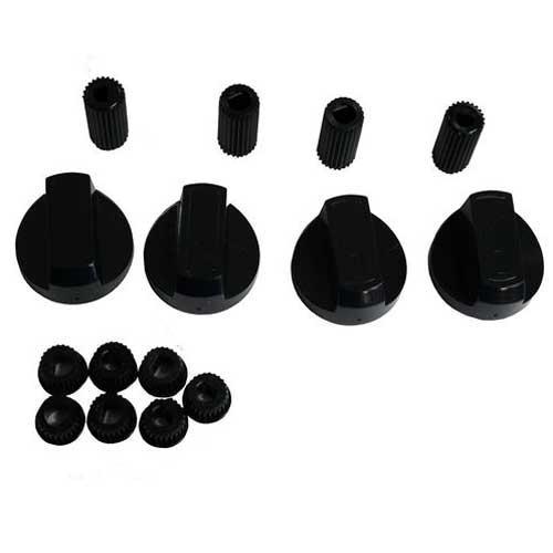 Kit 4 mandos cocina Universal - Ejes 6mm - 8mm - Kit de cuatro (4) mandos para cocina Universal con eje corto y largo, compatible con múltiples marcas y modelos de cocinas y hornos. + Características: - Fácil instalación. - Compuesto de eje corto de 6 mm y eje largo de 8 mm. - Material: plástico. - Color: negro satinado. + Nota: Imagen orientativa, puede variar a criterio del Fabricante.