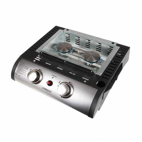 Plancha asar a gas Domoclip DOC150 Nomad - antiadherente - Plancha a gas Domoclip DOC150 Nomad, válida para 6-8 personas, placa lisa extraíble de acero fundido esmaltado anti-adherente de 47x36 cm, con borde anti-proyecciones. Plancha cocina de reducidas dimensiones para asar a gas que dispone de 2 quemadores de acero inoxidable con potencia calorífica equivalente a 5000w y dos reguladores de llama independientes que permite calentar mas o menos una zona de la plancha según el tipo de alimento: pescados, carnes, verduras. Dispone de botón de encendido piezo-eléctrico para mayor comodidad y bandeja de recogida de grasa sobrante. Fácil limpieza. Funciona con gas propano y butano. No incluye manguera de gas y regulador -. - Peso: 13 kg. - Dimensiones: 48,5x47x24 cm. + VER tambien modelo Domoclip DOC105.