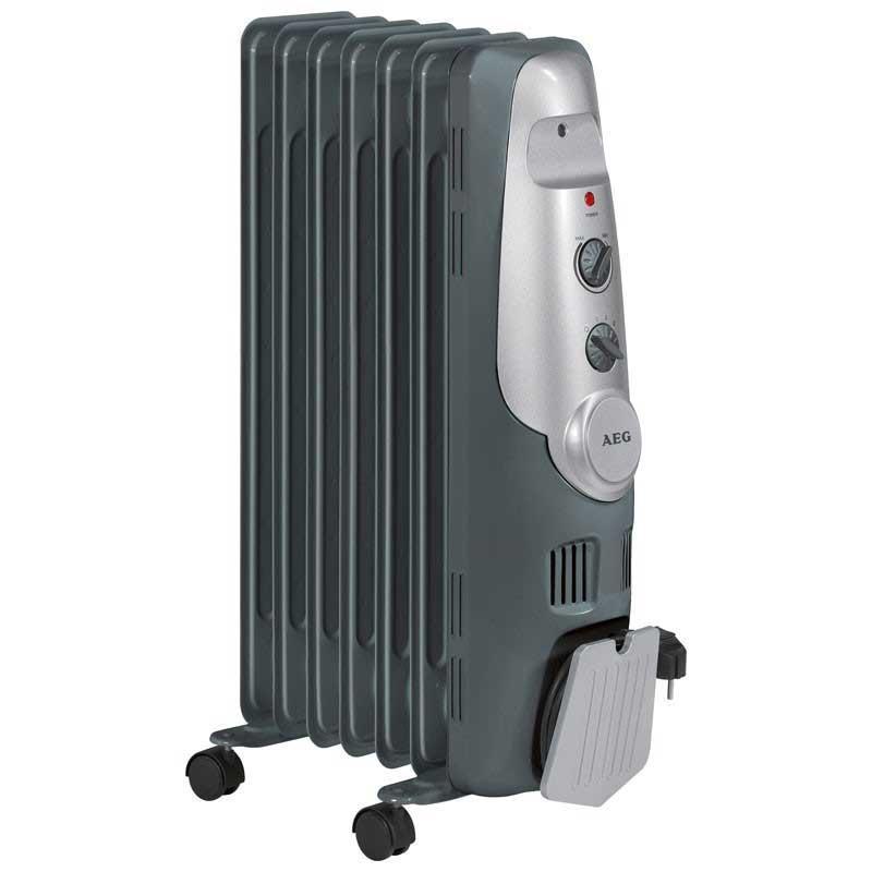 Radiador aceite 7 elementos AEG RA5520 - 1500w - Radiadores de aceite de 7 elementos y potencia de 1500 watios. Radiador con 3 niveles de potencia 600-900-1500 W. y regulación térmica a través de un regulador termostático. Lámpara de control. Práctico alojamiento para enrollar el cable. Uso móvil gracias a sus 4 ruedas. Contactor de seguridad para protección contra incendio. Alimentación eléctrica: 230v, 50hz.