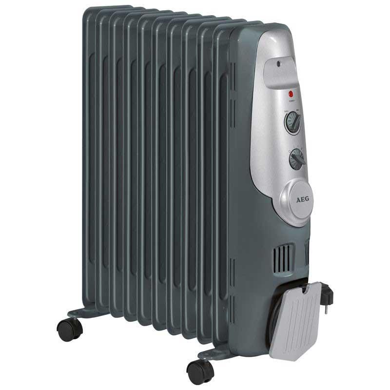 Radiador aceite 11 Elementos AEG RA5522 - 2200w - Radiador de aceite de 11 elementos AEG con 3 niveles de potencia 1000 - 1200 - 2200 W. y regulación térmica a través de un regulador termostático. Lámpara de control. Práctico alojamiento para enrollar el cable. Uso móvil gracias a sus 4 ruedas. Contactor de seguridad para la protección contra incendio. AC: 230v, 50hz, 2200w.