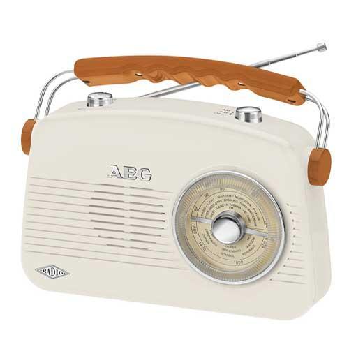 Radio diseño retro AEG NR4155 - AM - FM - AUX-IN - Radio portátil AEG NR 4155 con diseño retro. Sintonizador 2 bandas: AM - FM y conexión AUX-IN - entrada de audio para la conexión al PC, ordenador portátil, teléfono inteligente, reproductor de MP3, reproductor de CD, reproductor de casetes, etc. a través de la salida de auriculares de los dispositivos -. Altavoz integrado. Antena telescópica. Ajuste de volumen y sonido. Práctica asa de transporte. - Medidas: 23x18,2x7,3 cm. - Color: Crema. - Alimentación de corriente: 230 V, 50 Hz, incluye adaptador. - Funcionamiento con baterias: 4 x 1,5 V tipo AA - no incluidas -.