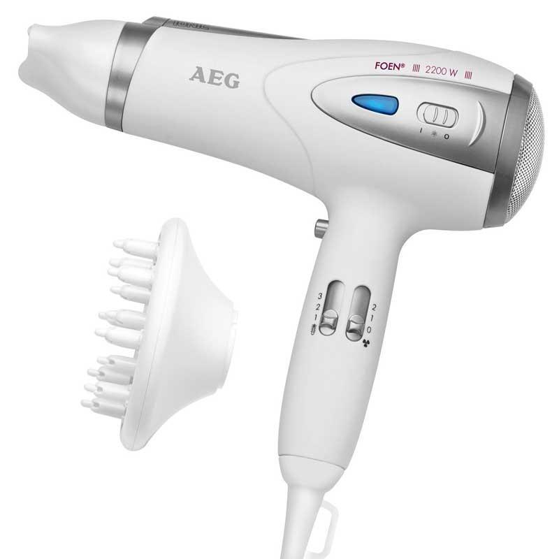 Secador pelo profesional iones AEG HTD5584 - 2200w - Secadores pelo profesionales AEG iones. Potencia 2200w con 3 ajustes de temperatura - potencia y 2 velocidades. Establecimiento de frío para Fix Estilo Cool Shot. ECO-Save, ahorro de energía, secado suave con bajo consumo. Tecnología de iones que mejora las posibilidades de la peluquería gracias a efecto anti-estático, el pelo no se seca y se convierte en suave y brillante. Difusor de volumen de profesionales y la boquilla de la formación, 360° y extraíble. Filtro de entrada de aire extraíble. Protección contra sobrecalentamiento. Accesorio para colgar. - Voltaje AC: 230 V, 50 Hz. - Potencia: 2200 W. + Garantía: 2 Años.
