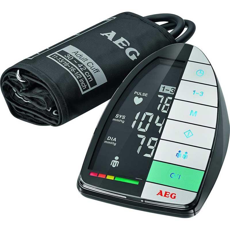 Tensiometro de brazo AEG BMG5677 - Tensiometro de brazo para la medición totalmente automática de la presión sanguínea y el pulso de forma precisa y rápida en el brazo. Gran interfaz fácil de usar con sensor táctil en formato XXL. Pantalla LCD Blanco-Negro. Clasificación de mediciones de acuerdo con el sistema de valoración de la OMS. Intervalo de medición de la presión sanguínea: Sis: 60-260 Dia 40-199 mmHg. Intervalo de medición de pulso 40 a 180 pulsaciones-minuto. Indicación de 3 valores: Sistólico, diastólico, pulso. Reconocimiento de arritmia - Ritmo cardíaco irregular -. Perfecto para comprobar las mediciones a largo plazo. Ideal para 2 personas. Valor medio calculado de 3 medidas. Indicación de fecha y hora. Manguito extra largo de 30-42 cm. Apagado automático. Indicador de batería baja. Incluye una práctica bolsa de guardado. Incluye cable USB y Software Health Manager en CD-ROM - Compatible con Windows XP, Vista, 7, 8, 10 -. Botones de mando iluminados. Batería: 4 X 1,5V AA. Pilas no incluidas. Certificado según EN 1060/MDD/CE 0197. +( NO Envío Contra-reembolso ).